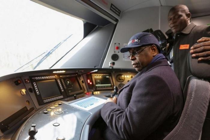 Image: Macky s'improvise chauffeur de TER