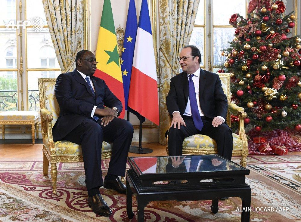 Hollande s'engage à faciliter l'octroi de la nationalité française aux tirailleurs sénégalais