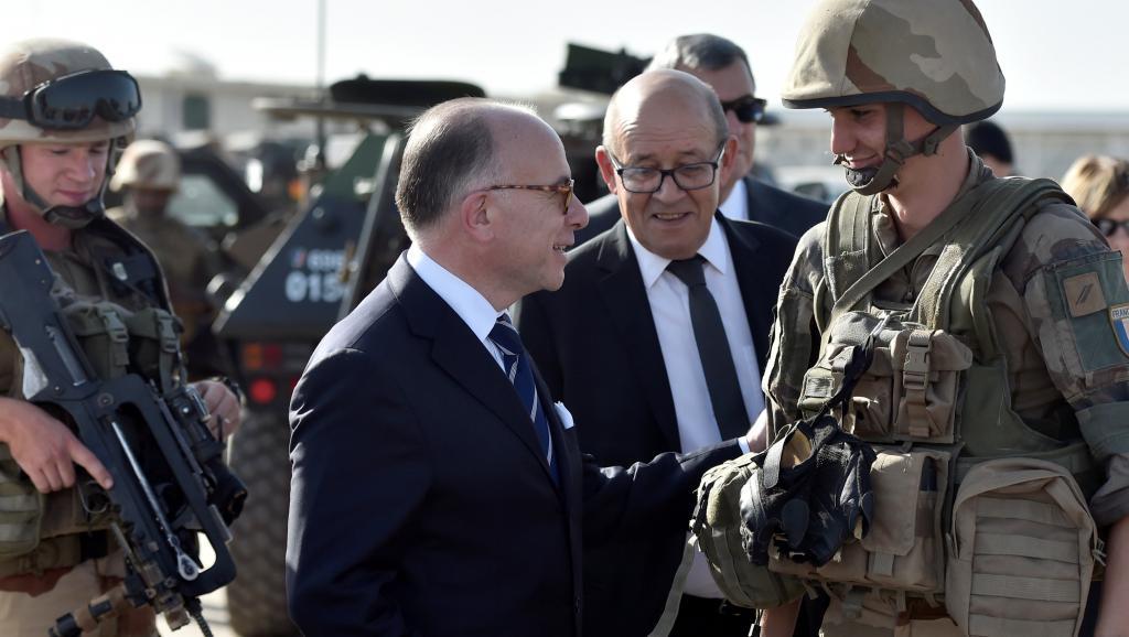 A Ndjamena, Bernard Cazeneuve assure du soutien de la France au Tchad