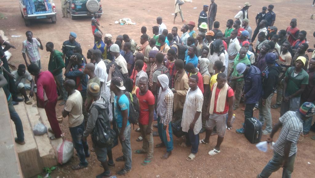 Le collectif de migrants «Mains propres» occupe le consulat du Mali à Parisa