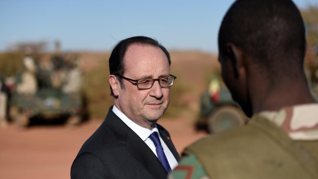 Mali: visite de François Hollande aux militaires français présents à Gao