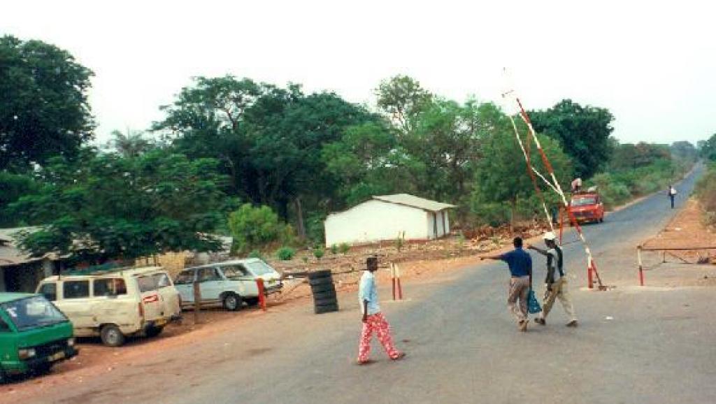 Crise en Gambie: des milliers de personnes fuient le pays craignant des troubles