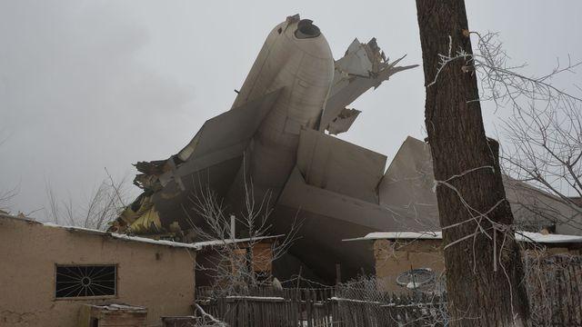 Kirghizstan: un avion turc s'écrase sur des maisons, 37 morts