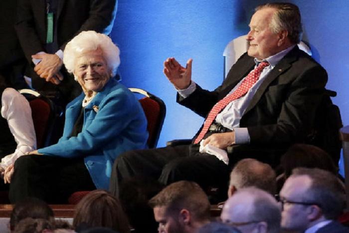 George H. W. Bush hospitalisé pour une pneumonie