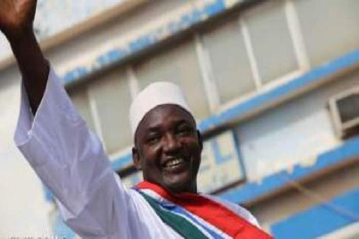 Urgent: Adama Barrow à l'aéroport pour rallier la Gambie