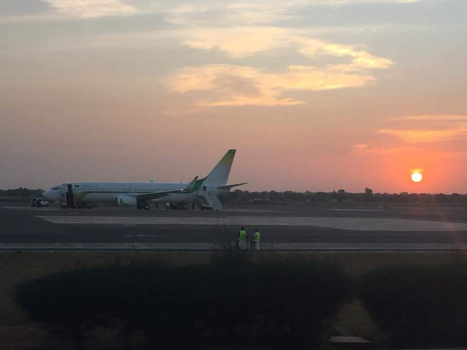 Gambie: Départ imminent du président Jammeh - Les deux avions sur le tarmac de l'aéroport