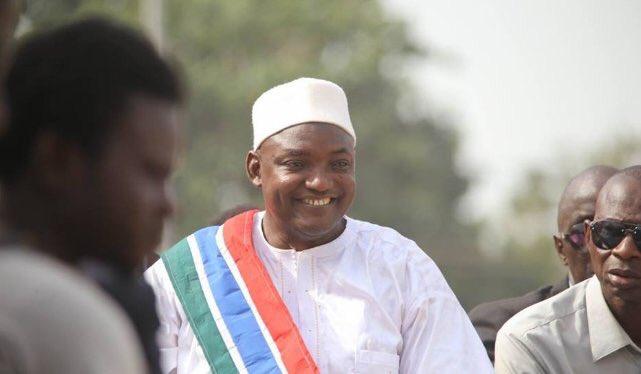 Gambie : le Président Adama Barrow annonce son retour demain, lundi à Banjul