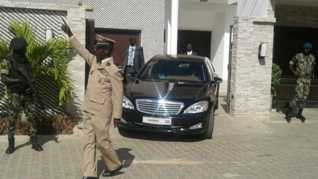 Le président de la Gambie Adama Barrow est en train de quitter Dakar pour rentrer dans son pays (Photo BBC)