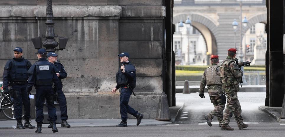 """EN DIRECT. Attaque au Louvre : l'agresseur a crié """"Allah Akbar"""""""