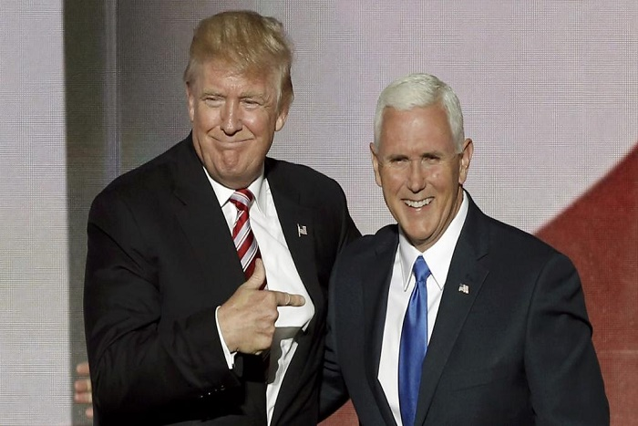 Décret anti-immigration: Mike Pence, service après-vente de Donald Trump