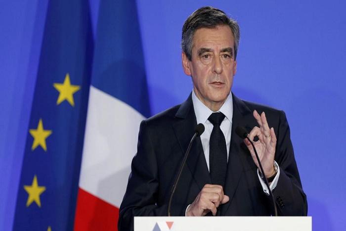 Présidentielle: François Fillon présente ses excuses mais ne renonce pas