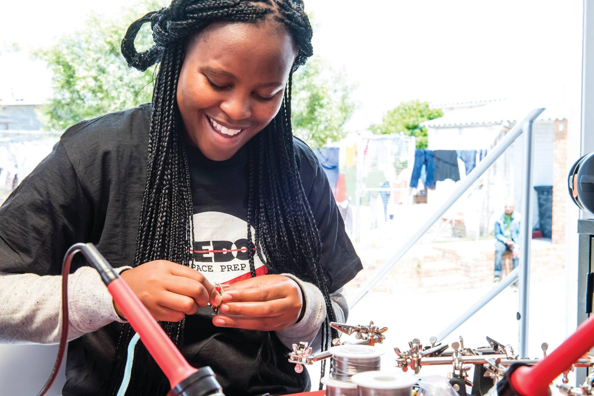 Des lycéennes ont conçu le premier satellite privé d'Afrique