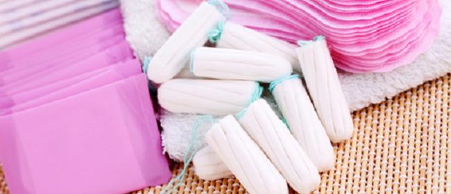 Les tampons et serviettes hygiéniques seraient-ils cancérigènes ?