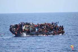 Libye: les corps de 74 migrants découverts sur une plage non loin de Tripoli (Croissant-Rouge libyen)