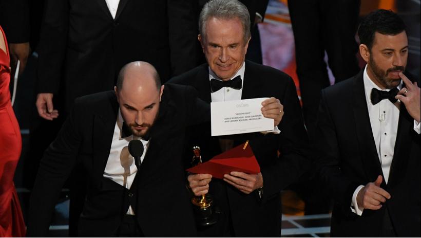 Oscars 2017, l'énorme bourde: Warren Beatty se trompe de gagnant pour l'Oscar du meilleur film !