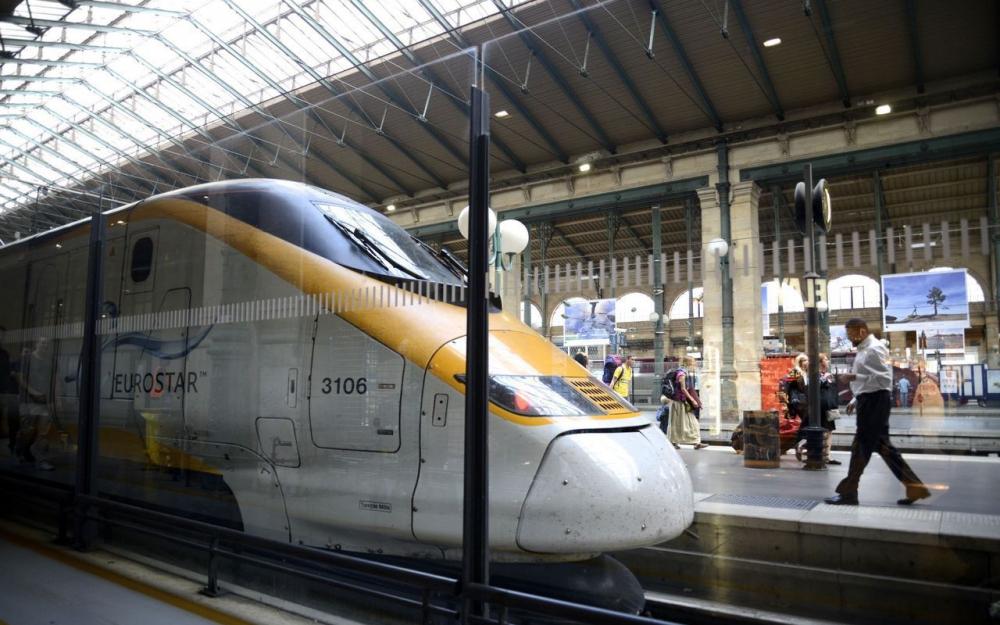 Gare du Nord à Paris: un migrant tente de grimper sur un Eurostar pour rallier Londres