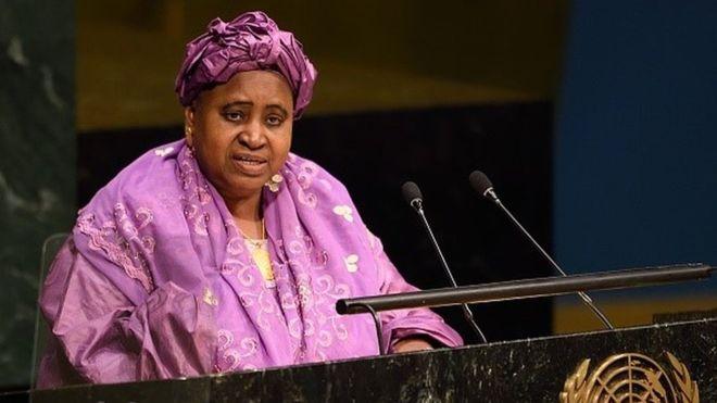 Isatou Njie-Saidy est la première femme vice-présidente de la Gambie. Elle a été en poste de 1997 à 2017