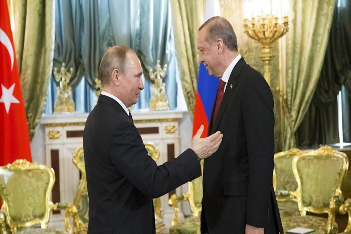 Erdogan reçu avec les honneurs au Kremlin