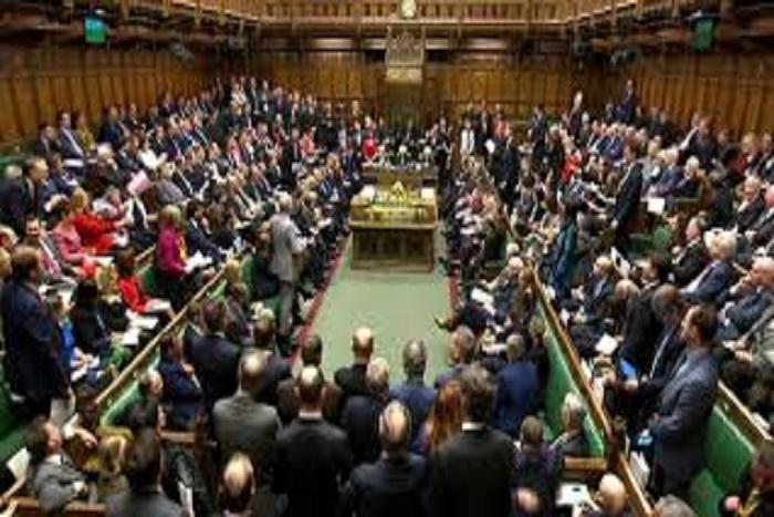 Le Royaume-Uni interdit aux députés l'emploi d'un proche