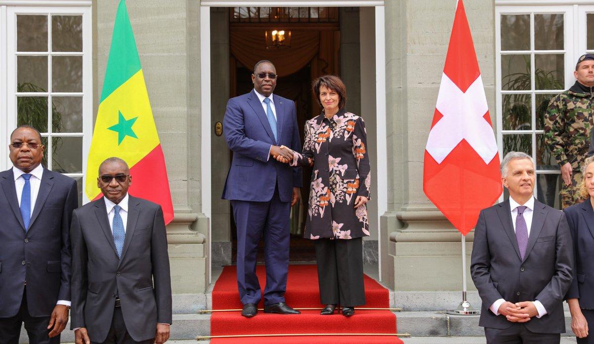 Honneurs militaires et réunion de travail: Doris Leuthard reçoit le président Macky Sall