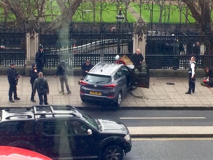 Londres: coups de feu entendus près du Parlement britannique - 4 morts et 20 blessés