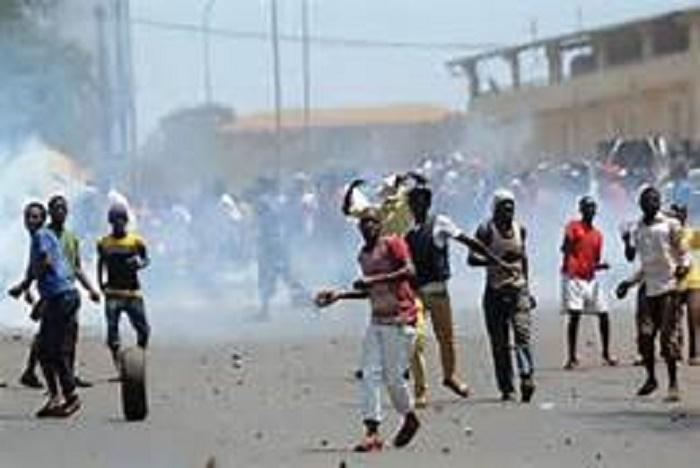 DIRECT - Tribunal de Dakar: l'intifada se poursuit