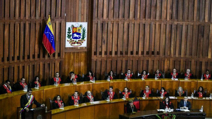 Venezuela : le coup de force de la Cour suprême et de Maduro
