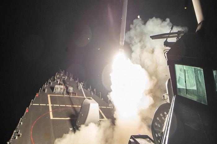 Les Etats-Unis frappent une base aérienne syrienne