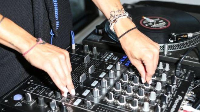 Tunisie : un an de prison pour le DJ