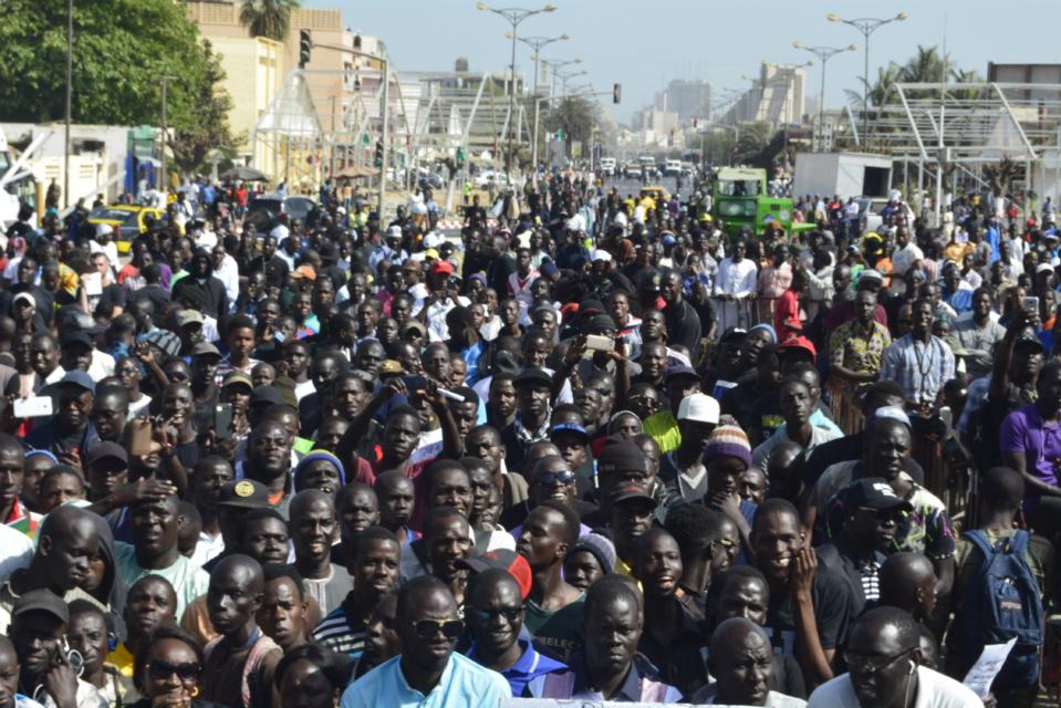 """Place de l'Obélisque: Rassemblement """"Y'en a marre"""" - La foule répond présent @ibraGuindo"""