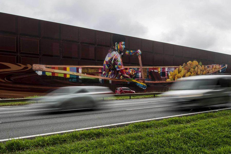 Un artiste peint le graffiti le plus grand du monde