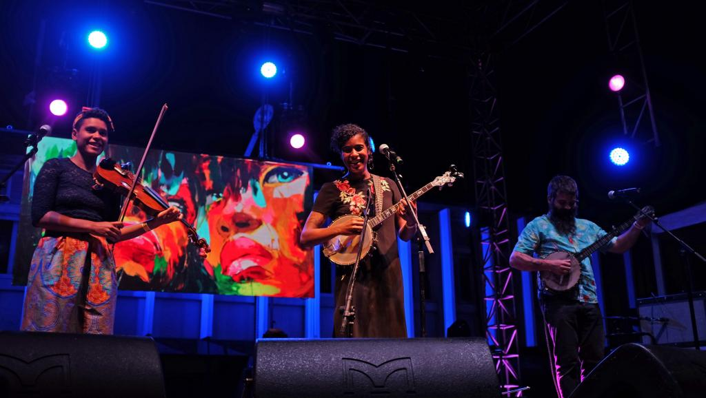 Leyla McCalla enchante la fin du Kriol Jazz Festival