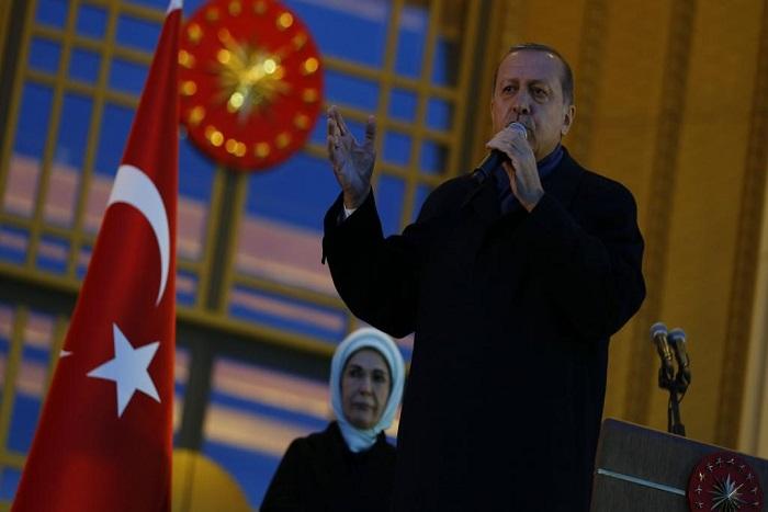 Turquie: plus fort que jamais, Erdogan balaie les critiques étrangères