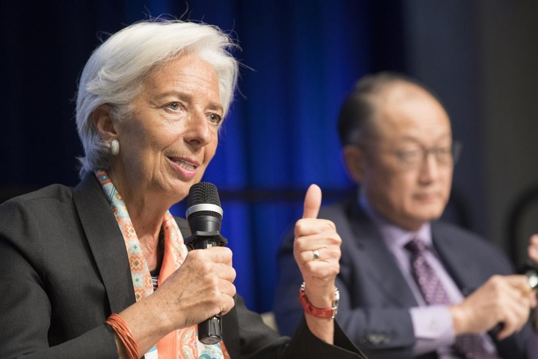 Le FMI relève sa prévision de croissance mondiale