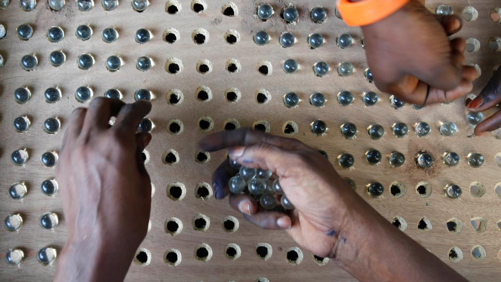 La Gambie songe à changer son système de vote par billes