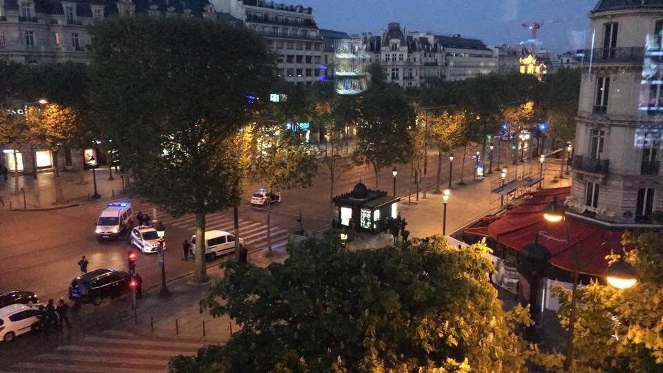 Fusillade aux Champs-Elysées: Un policier tué et 2 autres blessés, l'assaillant abattu