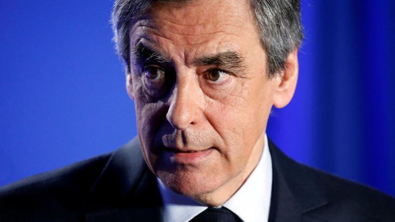 Présidentielle française : François Fillon appelle à voter Emmanuel Macron