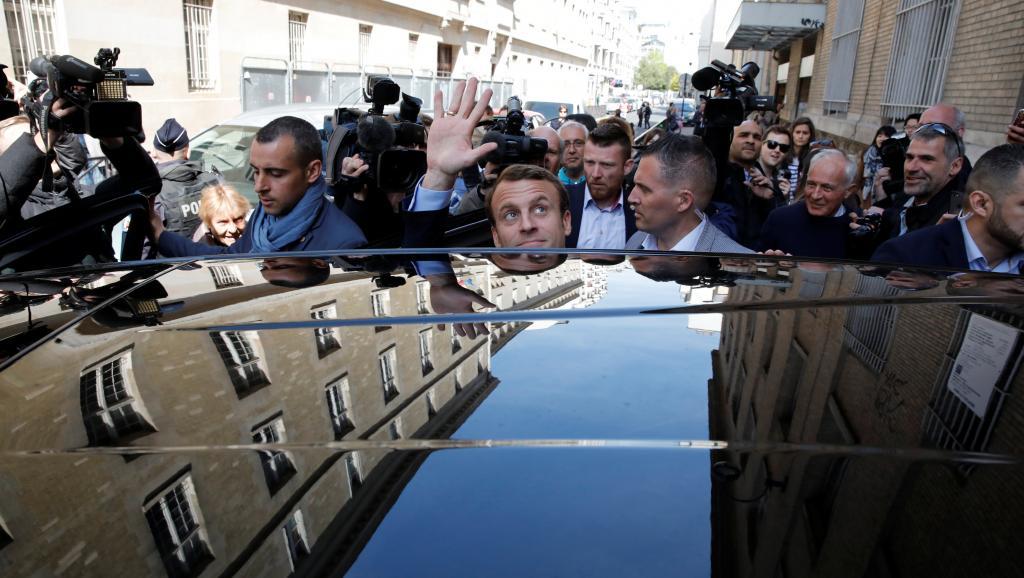 France: Emmanuel Macron repart en campagne sur le terrain