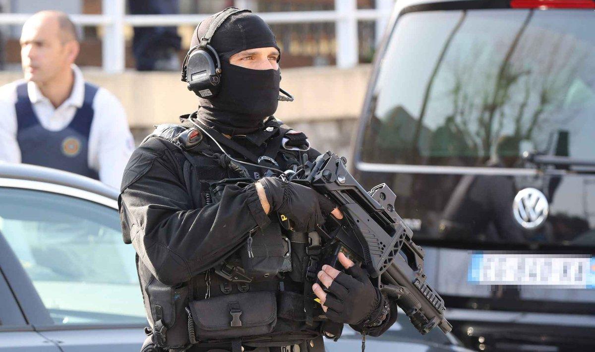 Nîmes: Trois personnes arrêtées en centre-ville après l'intervention du Raid, l'opération est terminée
