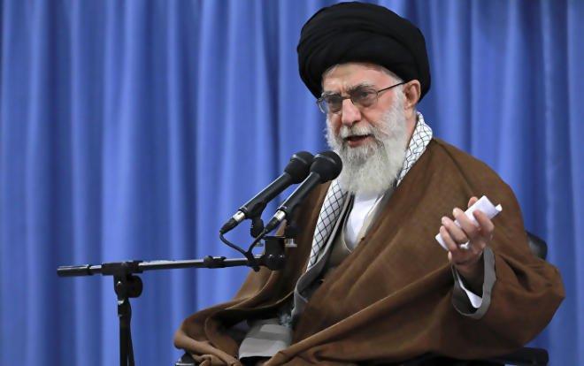 Twitter suspend la page de l'ayatollah Ali Khamenei