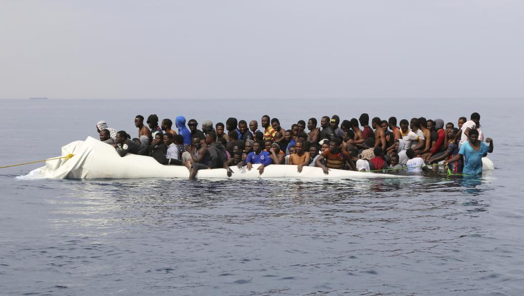 Les garde-côtes libyens interceptent des migrants secourus par une ONG