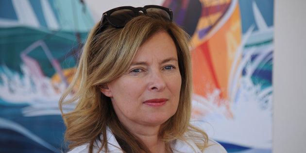 """Valérie Trierweiler souhaite """"bon courage"""" à Brigitte Macron"""