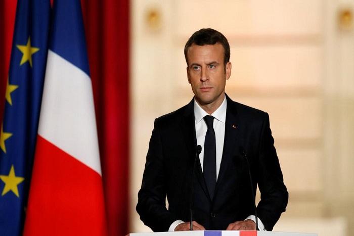 Les défis d'Emmanuel Macron: un nouveau Premier ministre et une visite à Berlin