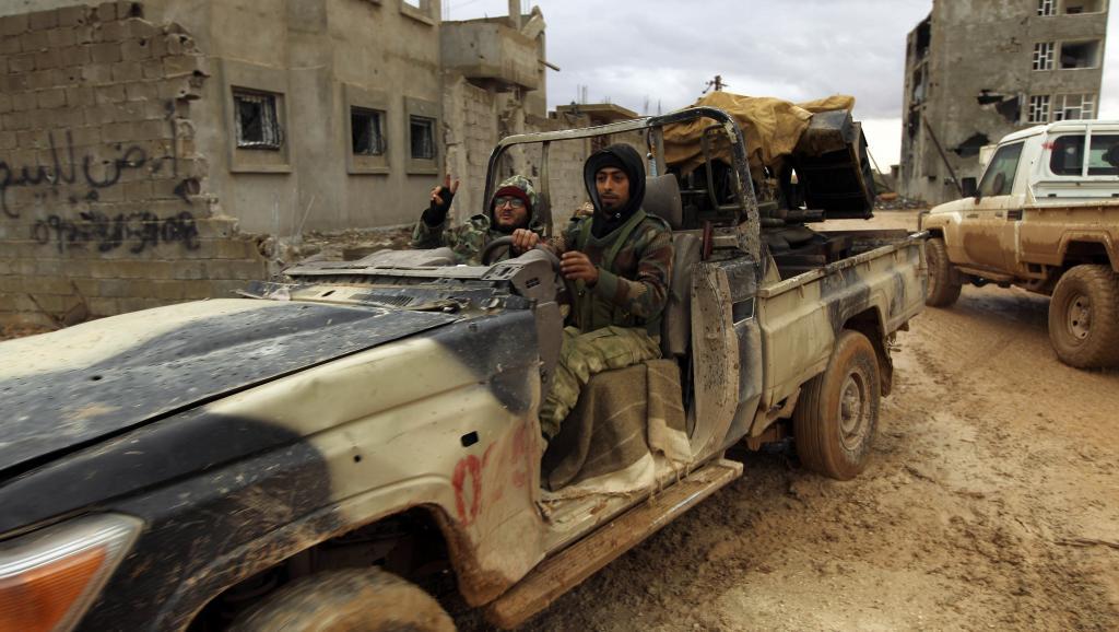 Libye: une attaque contre une base militaire fait au moins 141 morts