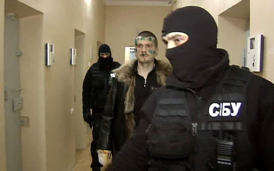 """Ukraine: un commandant tchétchène pro-Kiev blessé par balles par un faux journaliste du """"Monde"""""""