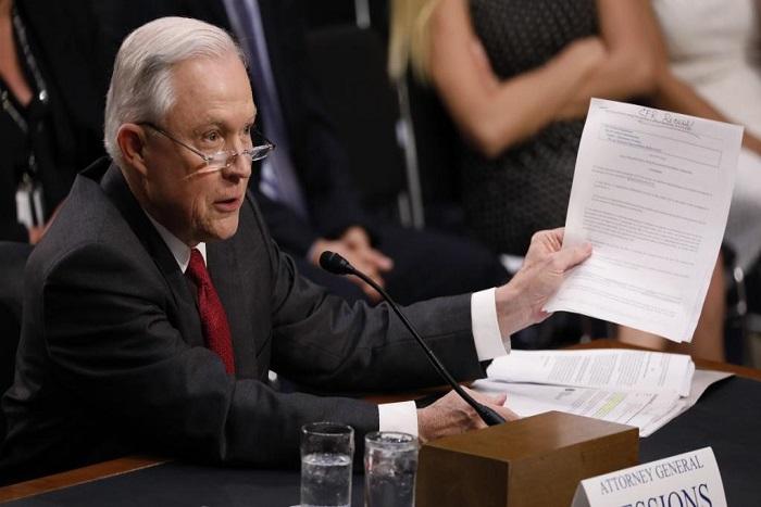 Etats-Unis: les oublis et les démentis de Jeff Sessions