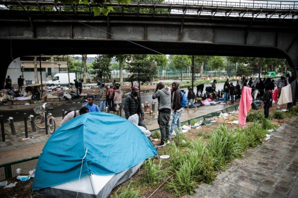 Migrants: Hidalgo tire la sonnette d'alarme avant l'été