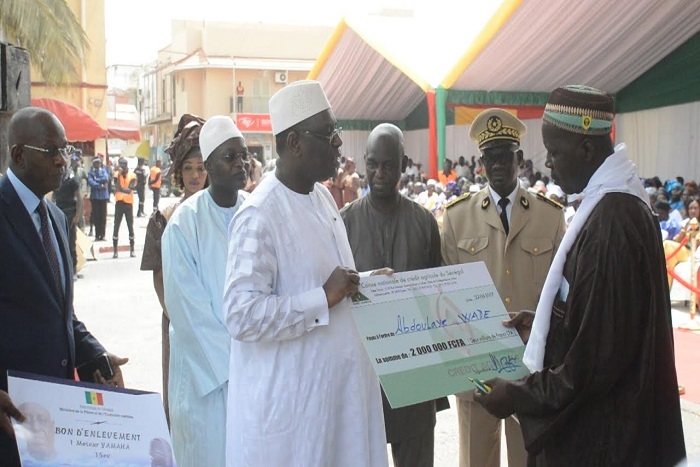 Saint-Louis: Macky Sall drague les Ndar-Ndar avec 2,2 milliards de FCFA et...