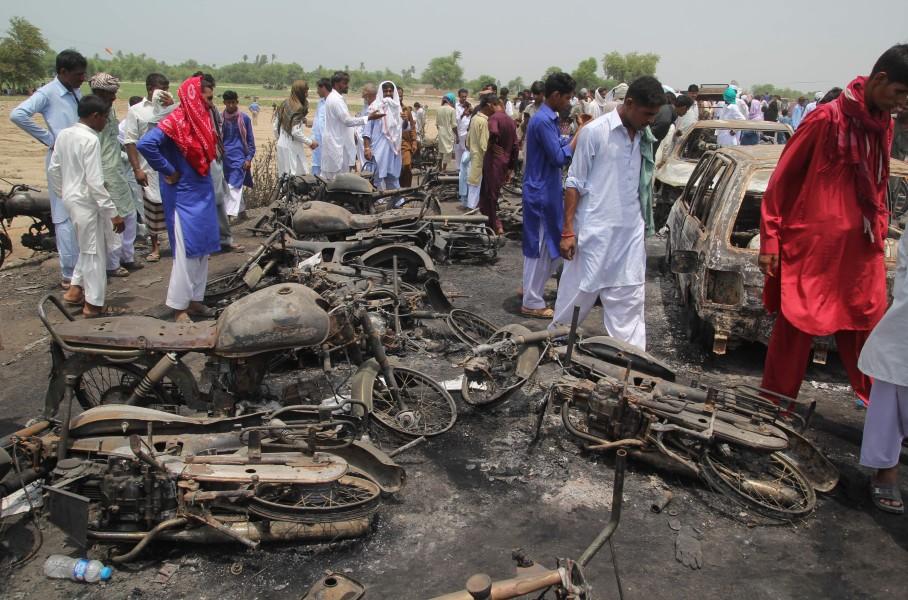 Pakistan: selon un nouveau bilan, 190 personnes sont mortes après l'incendie d'un camion citerne