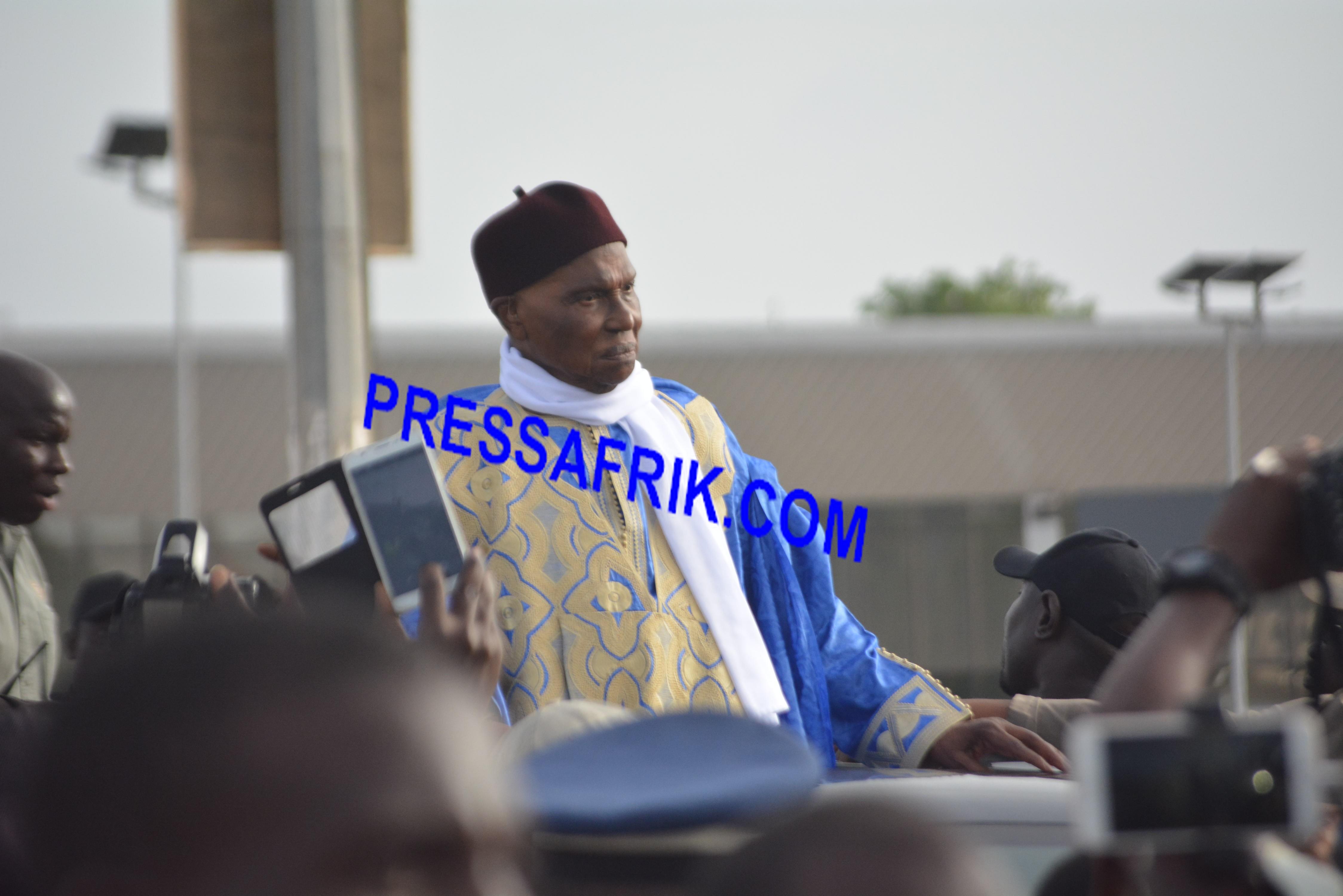 """Retour réussi de Wade à Dakar : Le """"monstre"""" politique a encore frappé"""
